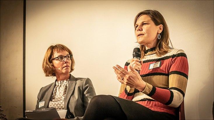 Eine Nahaufnahme von Dr. Muriel Helbig, Präsidentin der TH Lübeck, die über unterschiedliche Karrierewege spricht.