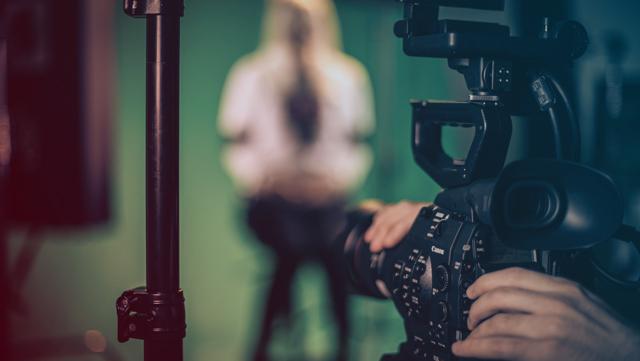 Das Foto eine Filmkamera in einem Studio