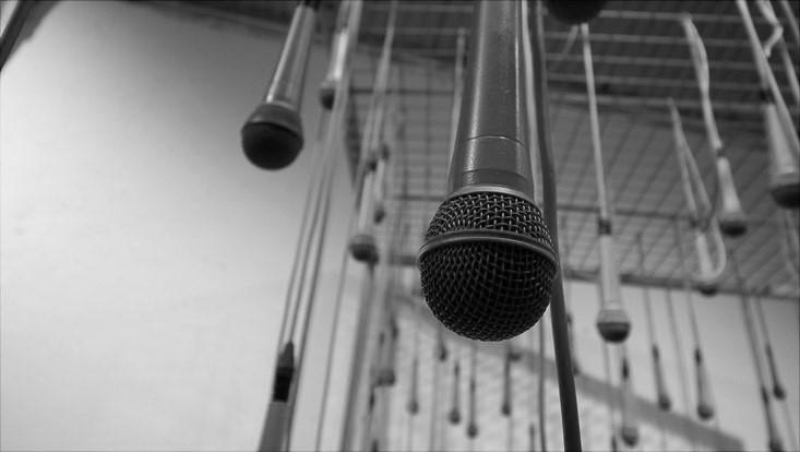 Foto von hängenden Mikrofonen